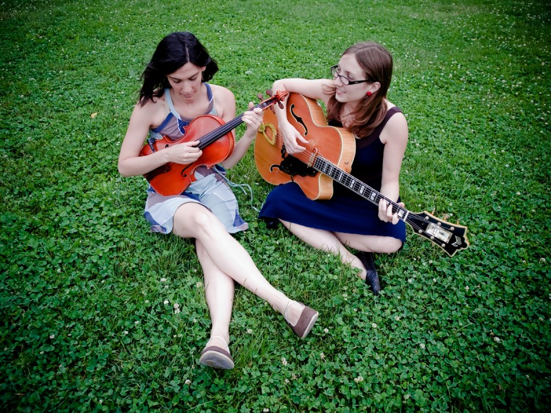 Jessica Pavone and Mary Halvorson- photo Peter Gannushkin